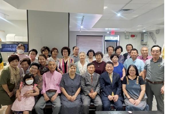 북텍사스 이북도민회 회원들이 오랜만에 한자리에 모였다.