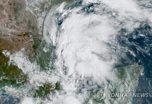 지난 12일 멕시코만에 있는 허리케인 니콜라스 위성사진. [사진 출처: 로이터 / 연합뉴스]