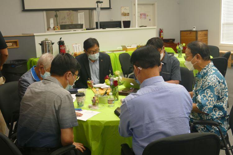 참석자들은 조별로 모여 코로나 기간 중 각 교회들의 상황과 앞으로의 실행과제를 나눴다