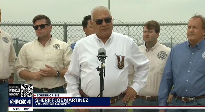 델 리오의 조 마르티네스 쉐리프는 이주민들의 쇄도를 경고했다. (사진 출처: FOX4)