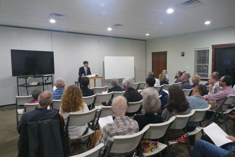 김형민 목사가 16세기 재침례파 운동의 태동과 역사적 의미, 그들의 신앙에 대해 강의하고 있다