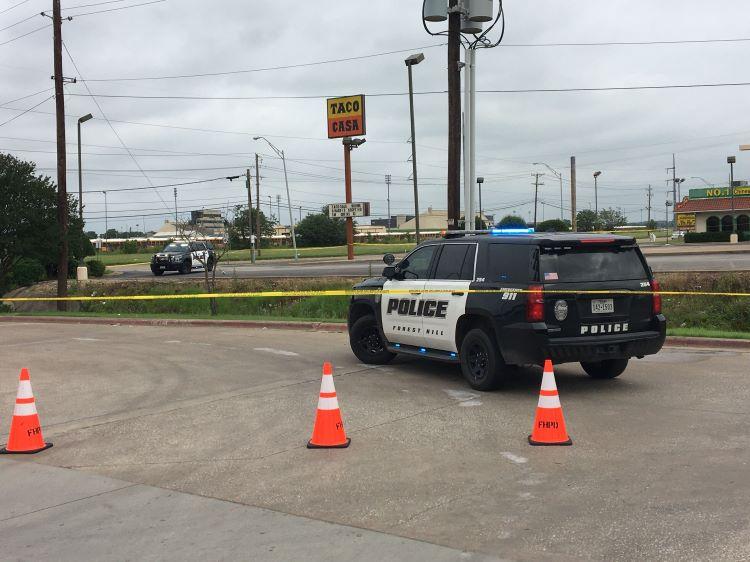 포트워스의 이스턴 힐스 고등학교 주차장에서 10대 소년이 총에 맞아 사망했다. (사진 출처: NBC5)
