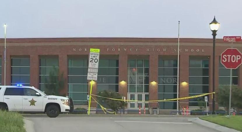 노스 포니 고등학교와 스미스 중학교가 총격 사건으로 수업이 전면 취소됐다. (사진 출처: CBS DFW)
