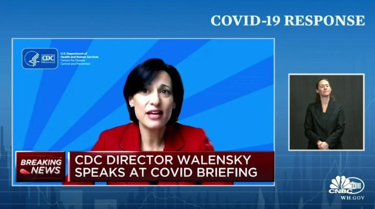 로셸 월렌스키 CDC 국장은 오늘 백신 접종 완료자는 실내에서 마스크를 착용하지 않아도 된다고 발표했다. (사진 출처: CNBC 캡쳐)