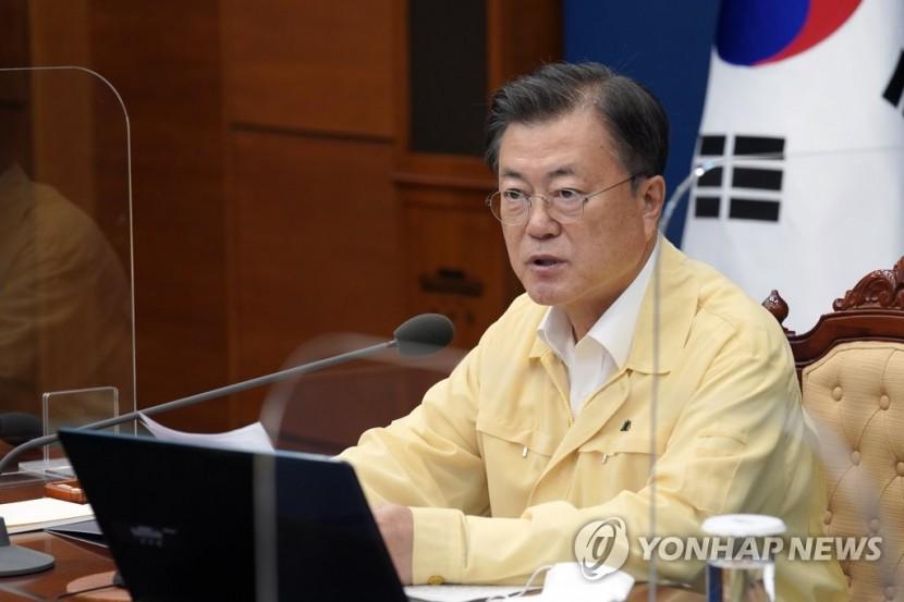 문재인 대통령이 19일 오후 청와대에서 열린 수석·보좌관회의에서 발언하고 있다
