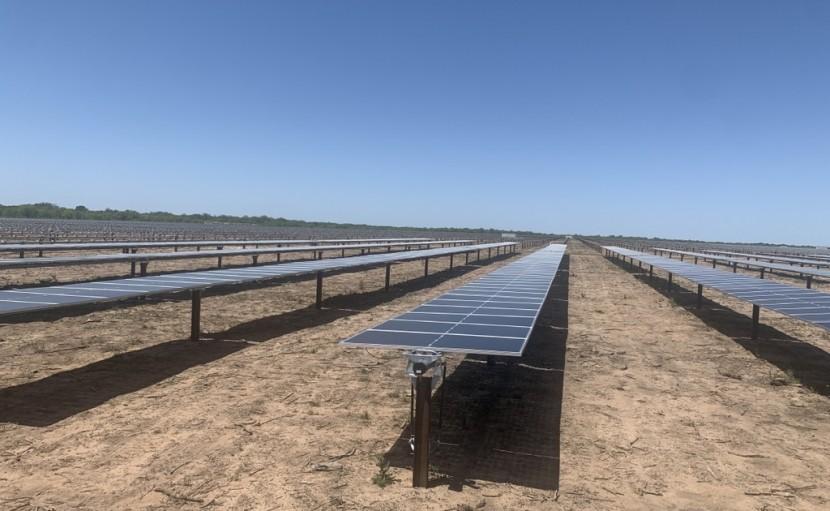 엘라라 태양광 모듈 설치 모습 (사진 출처: 한국중부발전 제공 / 연합뉴스)