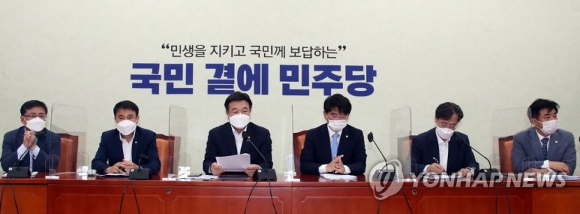 발언하는 민주당 윤호중 원내대표
